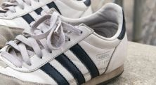 Cara Membersihkan Sepatu Menggunakan Soda Kue