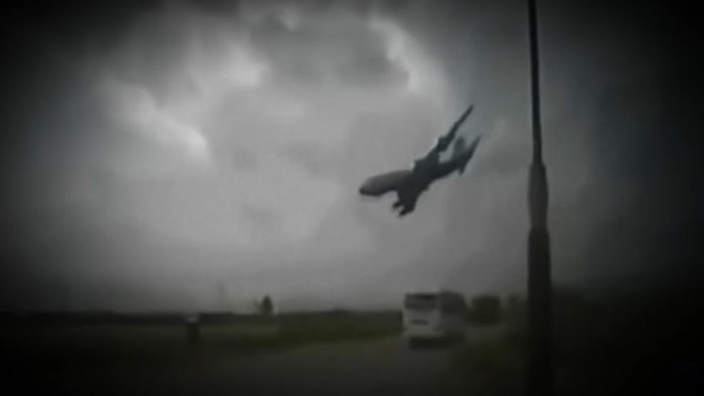 10 Rekaman Video Tragis yang Memperlihatkan Kecelakaan Pesawat