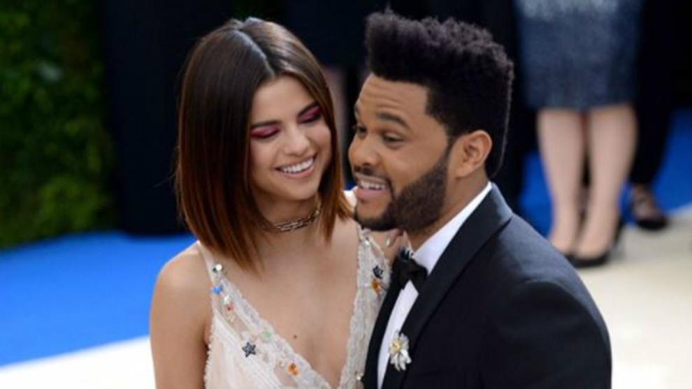 Selena Gomez Tampil Mesra Dengan The Weeknd di Met Gala 2017