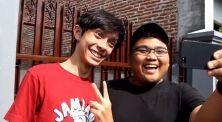 8 Tipe Kocak Orang Indonesia Saat Bertemu Seorang Bule