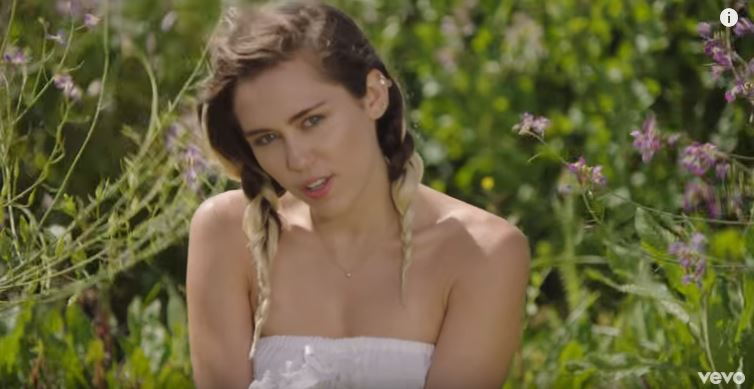 Miley Cyrus - Malibu (Official Video) © Miley Cyrus