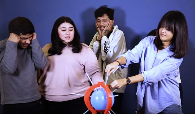PECYAHHH!!!  Boom Boom Balloon Challenge Ft. Samsolese picky picks © picky picks