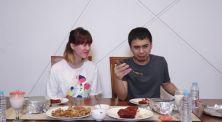 Belajar Makan Pedes Bareng Raditya Dika dan Ria SW