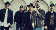 Mengenang Chester Bennington Lewat 5 Hits Linkin Park!