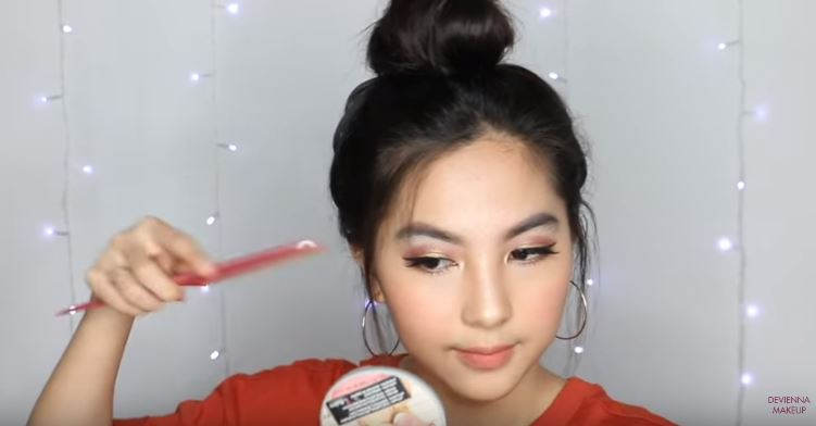 4 Easy and Cute Hair Buns Tutorial for School or Hangout Tumblr Inspired [ENG Subs] devienna makeup © devienna makeup