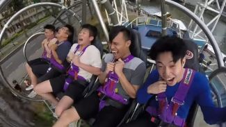 Ekspresi Kocak Coconut Ivory Boys Coba Ayunan Tertinggi di Singapura