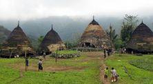 Mengagumkan! Inilah 5 Desa Unik Asli yang Ada di Indonesia