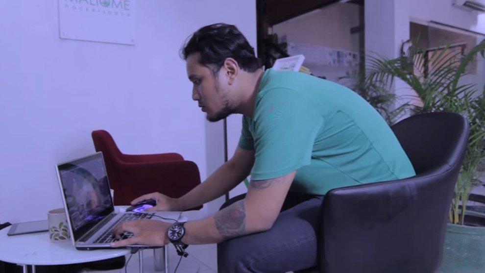 VIDEO: Kebiasaan Dari Seorang Gamer yang Bisa Bikin Geleng Kepala!