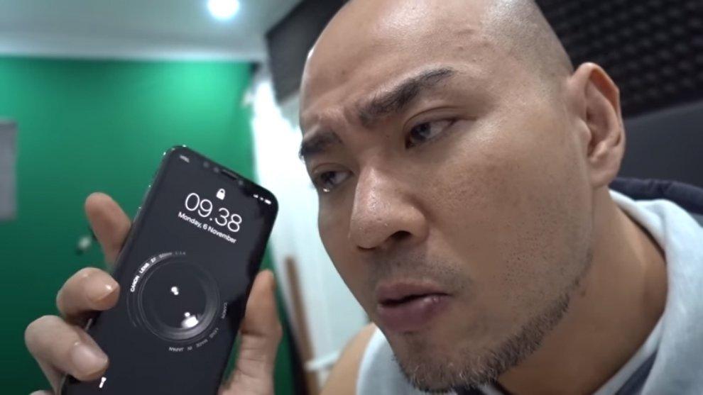 Coba Smartphone Terbaru iPhone X, Deddy Corbuzier Keluhkan Hal Ini