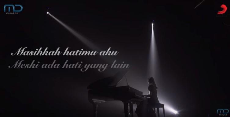 Isyana Sarasvati Masih Berharap (Official Lyric Video) Soundtrack Ayat Ayat Cinta 2 © Isyana Sarasvati