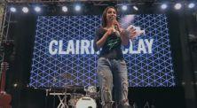 Clairine Clay Bagikan 10 Tangkai Bunga Mawar di Panggung YouTube Fanfest Festival!