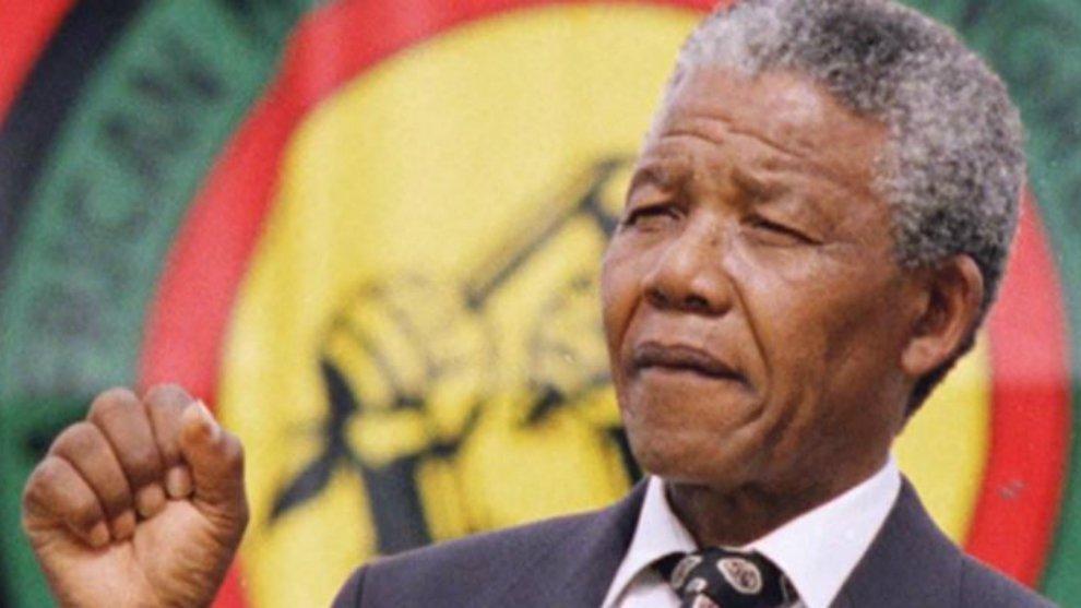 Mandela Effect Adalah Bukti Adanya Dunia Pararel? ©crack an egg.