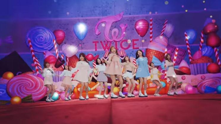 TWICE「Candy Pop」Music Video TWICE JAPAN OFFICIAL YouTube Channel ©TWICE JAPAN OFFICIAL YouTube Channel