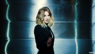 "Jelang Penayangan, Julia Michaels Rilis Klip Soundtrack ""Fifty Shades Freed"""