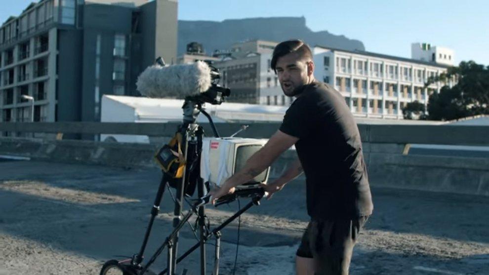 YouTuber Afrika Selatan Ini Coba Membuat Vlog Dengan Teknologi Zaman Dulu
