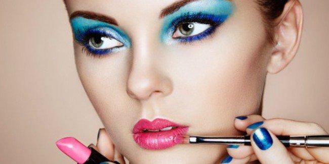 Hindari Teknik Makeup Ini, Supaya Wajah Nggak Terlihat Lebih Tua! © 2018 famous.id