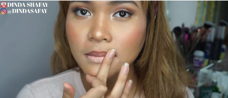 TUTORIAL OMBREGRADIENT LIPS DI BIBIR YANG GELAP (Local Brand) dinda shafay ©dinda shafay