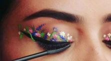 Berani Coba? Tren Kecantikan Unik Flower Eyeliner Hits Anti-Mainstream