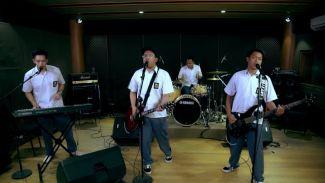 """Jawab Pertanyaan Netizen, Yowis Ben Membawakan Lagu """"Gak Iso Turu"""" Secara Live"""