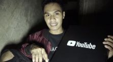 Capai 100.000 Subscribers, Hagz Buka Silver Play Button di Tempat Angk