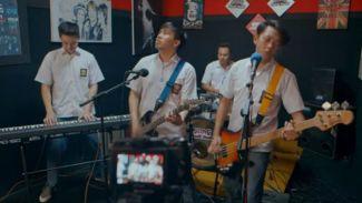 Cover Keren 'Gak Iso Turu' Soundtrack Yowis Band Dari YouTubers!
