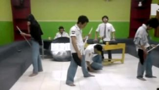 3 Video Jadul Bayu Skak Meniru Jadi Anak Band