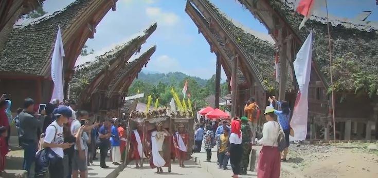 5 Festival Budaya Yang Bikin BULE Makin KAGUM Dengan Indonesia © 2018 famous.id