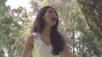 "Enak Banget! Cover Merdu Lagu ""Never Enough"" Dari Mentari Novel"