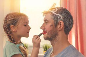 Penjelasan kenapa anak perempuan lebih dekat dengan ayahnya