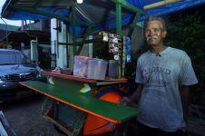 Ide kreatif dari keterbatasan dana, Paimin sulap becak jadi angkringan