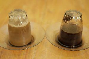 Nikmati sensasi nyeruput kopi dengan gelas terbalik