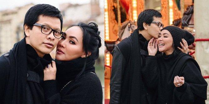 Kisah cinta pasangan artis ini penuh liku tapi harmonis banget