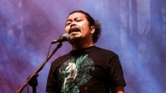 Rilis Single Solo 'Kehabisan Kata', Is Pakai Nama Panggung 'Pusakata'
