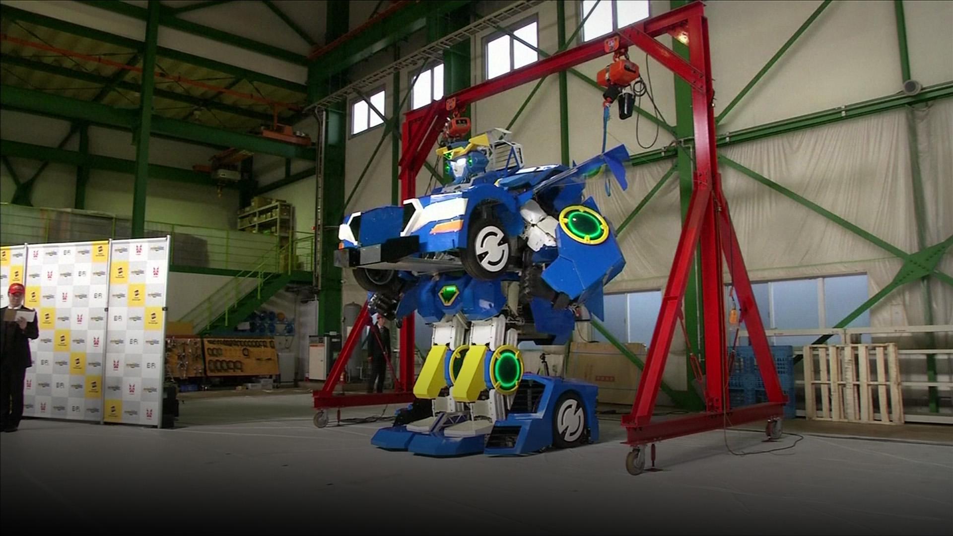 Robot transformer bikinan Jepang ini sempurna banget