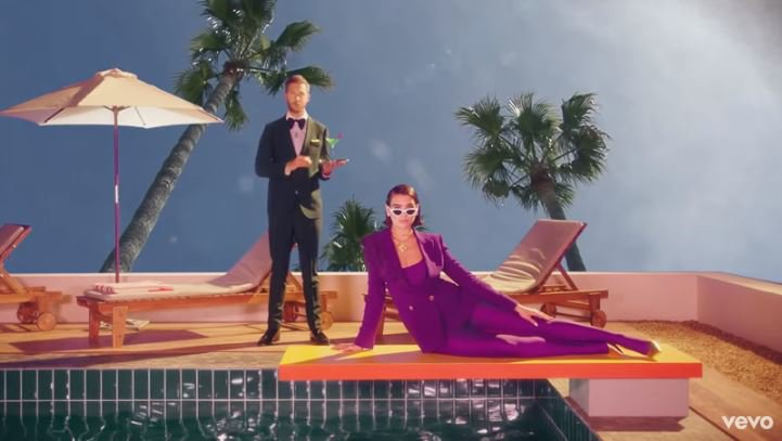 Calvin Harris, Dua Lipa - One Kiss (Official Video) © 2018 famous.id
