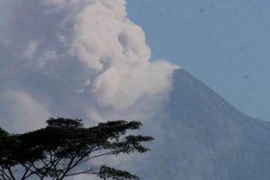 Penampakan Gunung Merapi pasca letusan freatik