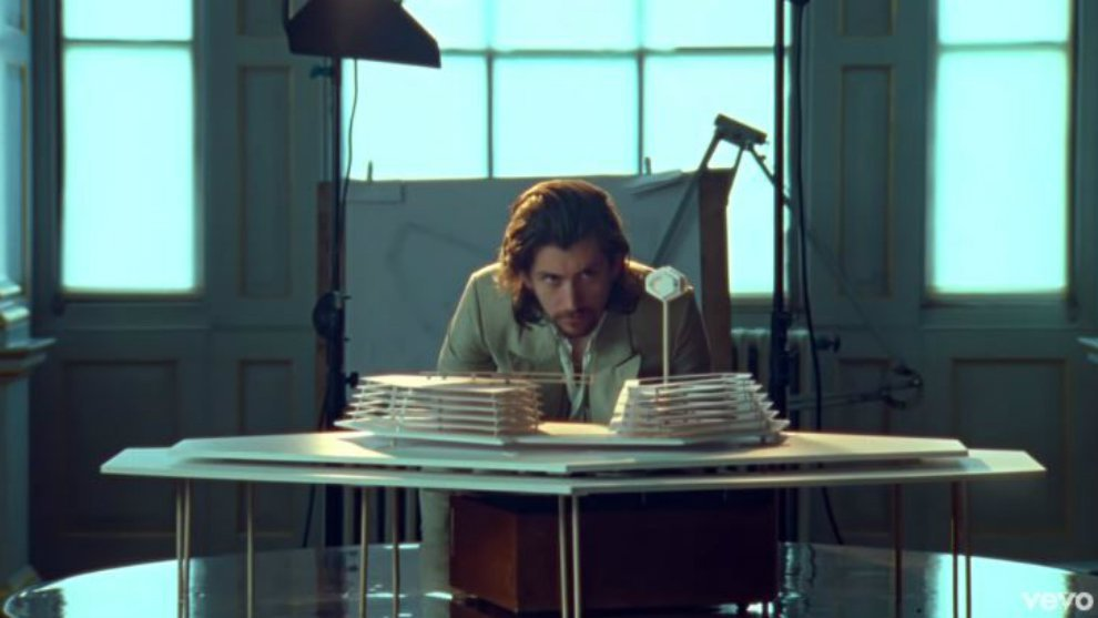 Lama Vakum, Arctic Monkeys Rilis Video Klip 'Four Out Of Five'