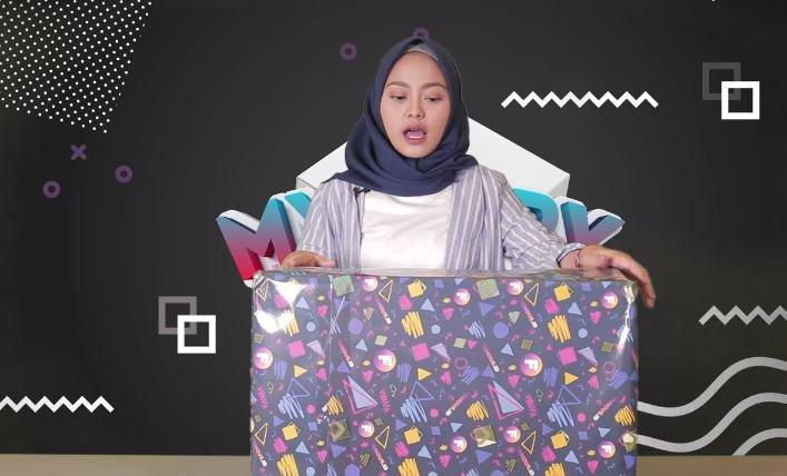 Nadhila QP Unboxing Mystery Box © 2018 famous.id