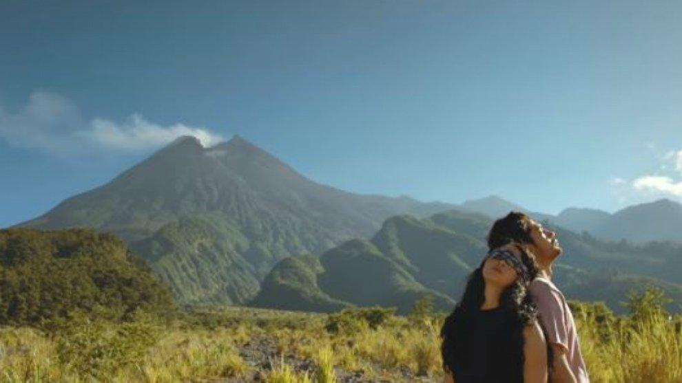 Garap 'The Gift', Hanung Bramanto Gandeng Reza Rahardian dan Ayushita Nugraha