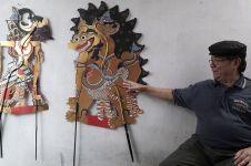 Lestarikan seni & kurangi sampah, Samidjan bikin wayang limbah plastik