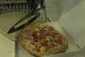 Robot canggih ini mahir bikin pizza, gimana rasanya ya?
