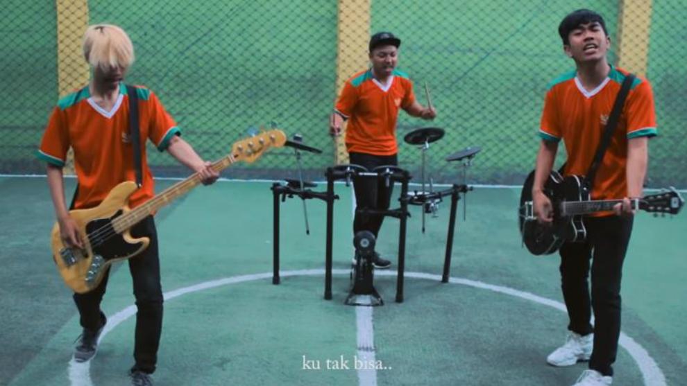 'Ku Bela Sampai Mati',  lagu ciptaan Kery Astina untuk pecinta bola