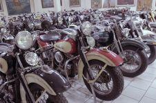 Museum pribadi ini koleksi ratusan motor dan mobil kuno