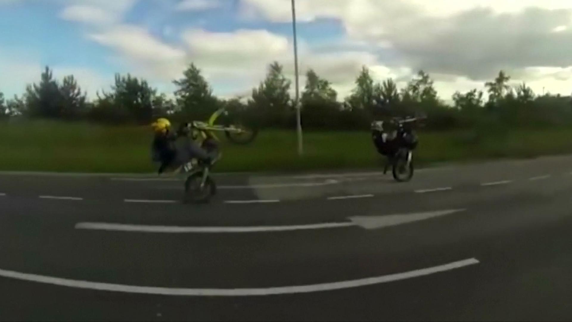 Beratraksi dengan motor di jalan raya, pemuda ini dipenjara 21 bulan