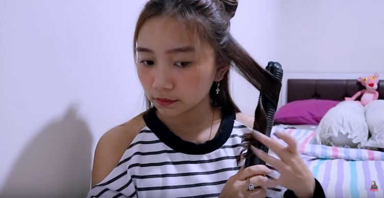 HOW I CURL MY HAIR - using flat iron  © 2018 famous.id