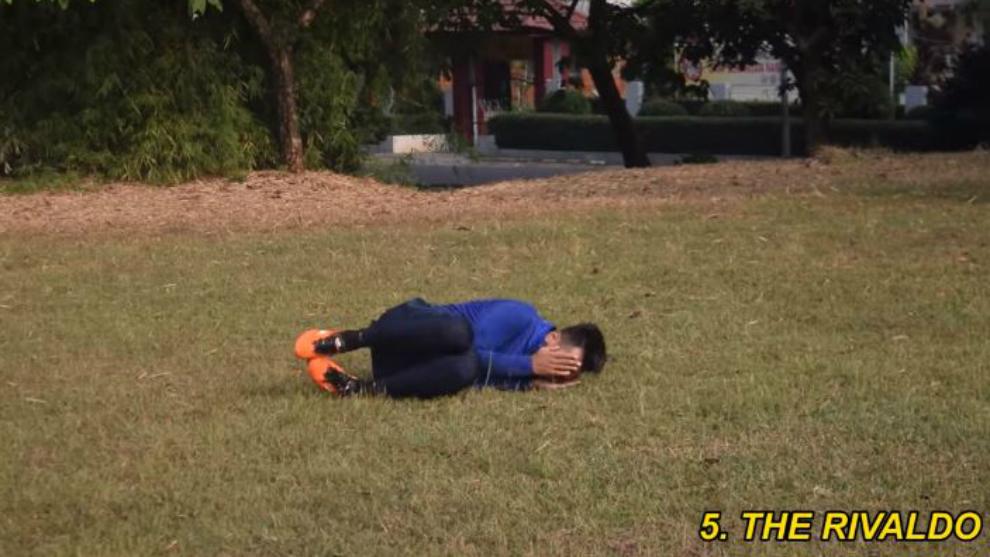 Bikin ngakak! Tutorial diving saat bermain sepak bola ala Telefooty!
