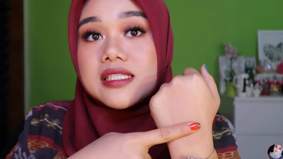 Wajib coba! Rekomendasi foundation tahan lama versi Fatya Biya