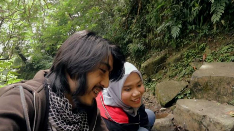 Simak keseruan travel vlog perdana Azhari Irsalna dan Aditya Prayoga!