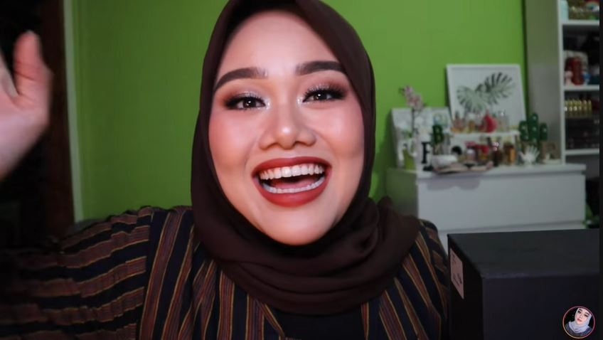 SPECIAL 200K SUBSCRIBER GIVEAWAY!!! MAKASIH YA GUYS  © 2018 famous.id