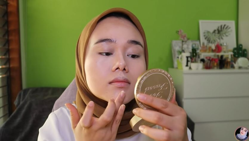 MAKEUP FLAWLESS TANPA FOUNDATION. © 2018 famous.id